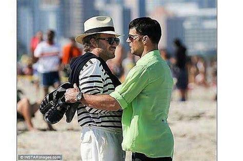 Revelan imágenes de Ricky Martin interpretando al amante ...