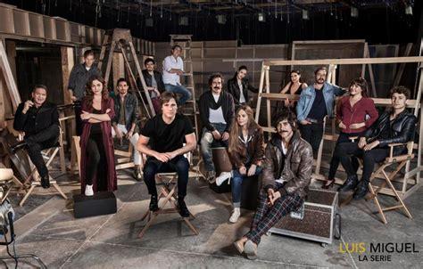 Revelan la primera foto oficial con todo el elenco de la ...