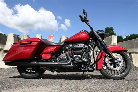 Review: 2017 Harley Davidson Road King Special   Bike Review