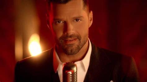 ¡Ricky Martin estrena atrevido video 'Adiós'!