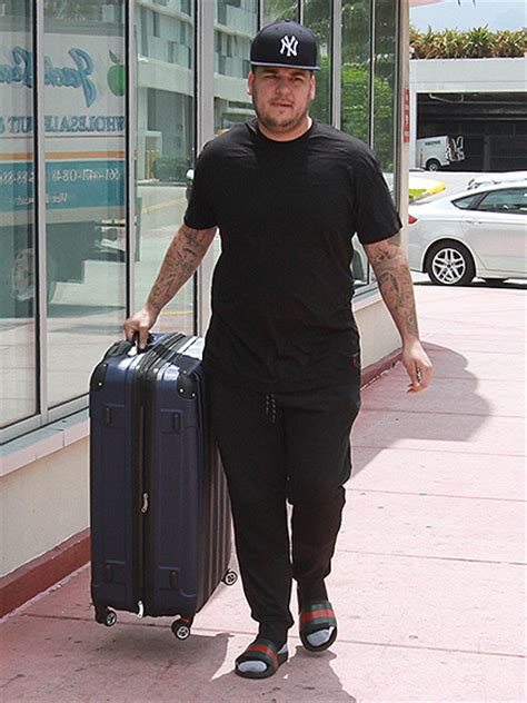 Rob Kardashian Shows Off Weight Loss On Instagram : People.com