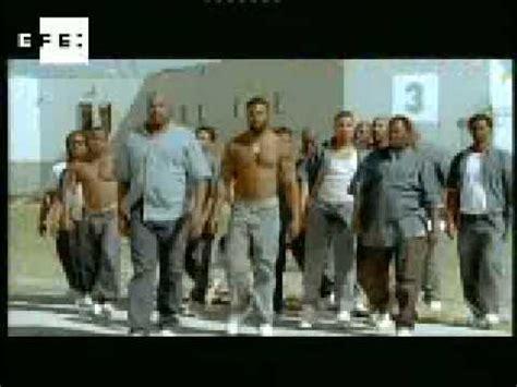 Rob Schneider es  El gran Stan, el matón de la prisión ...
