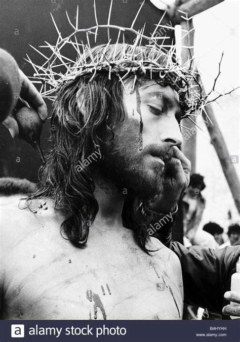Robert Powell Actor in the role of christ with his crown ...