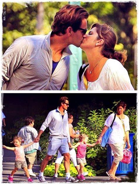 Roger Federer and Mirka Federer kissing each other at New ...