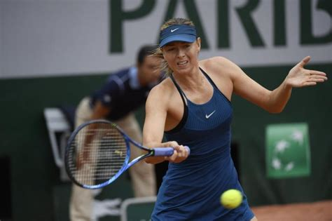 Roland Garros: Sharapova beats Vekic, Muguruza moves on