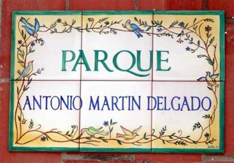 """Rótulo """"Parque Antonio Martín Delgado"""". Rótulos cerámica ..."""