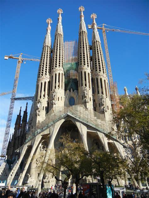 run + travel: Sagrada Familia - Gaudi's cathedral