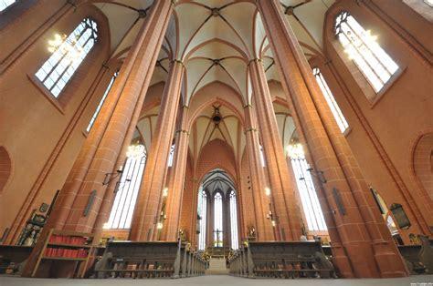 Rundgang durch den Dom und die Alte Nikolaikirche ...