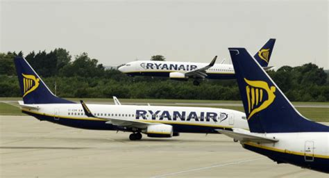 Ryanair mení pravidlá pre príručnú batožinu, cestujúci s ...