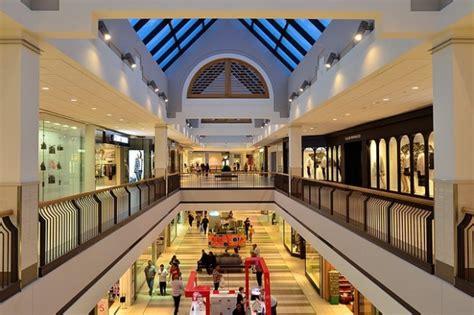 ¿Sabías que el primer centro comercial de la Historia se ...