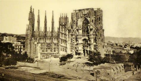 sagrada familia school | misfits  architecture