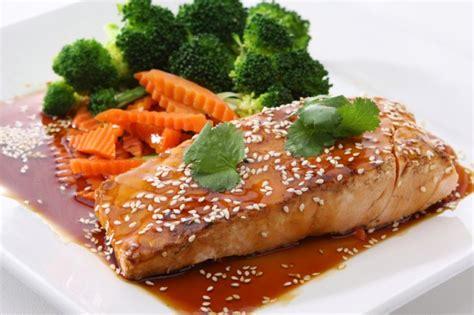 Salmón en salsa teriyaki y naranja