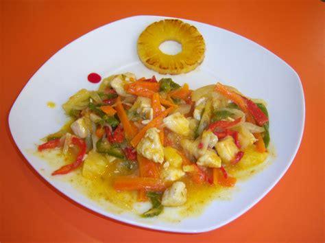 Salteado de verduras con pollo y piña al curry  3.4/5