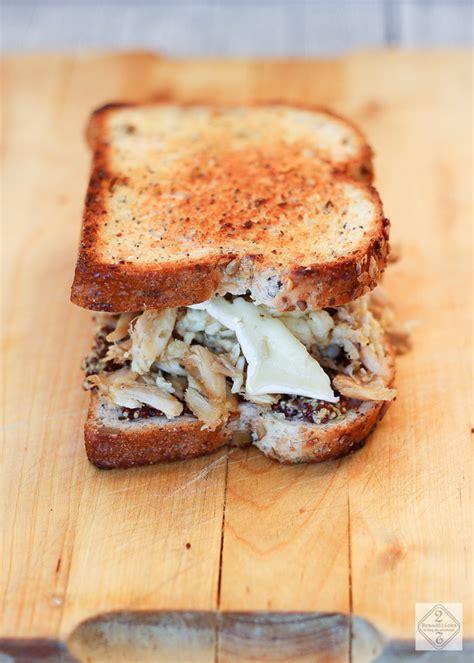 Sandwich de pollo, queso y mostaza   2 Bread Slices