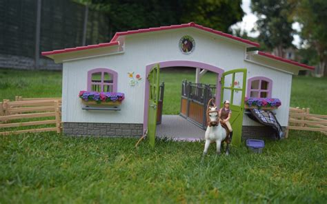 Schleich Horse Club Riding Centre - Here Come the Girls