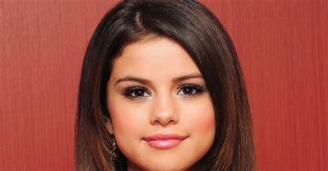 Selena Gomez Biography ~ Selena Gomez Naked | FanSite ...