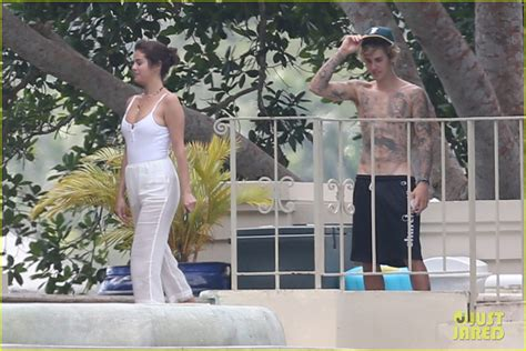 Selena Gomez Packs on PDA with Justin Bieber in New Photos ...