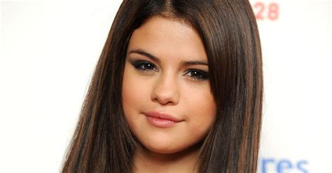 Selena Gomez: Selena Gomez Biography