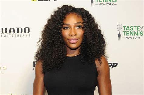 Serena Williams muestra 'barriguita' de 20 semanas de embarazo