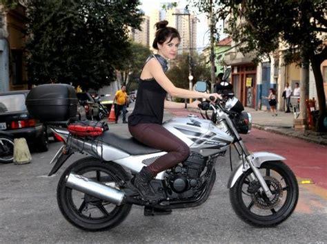 Série  A Garota da Moto  estreia dia 13 de julho, às 21h30 ...