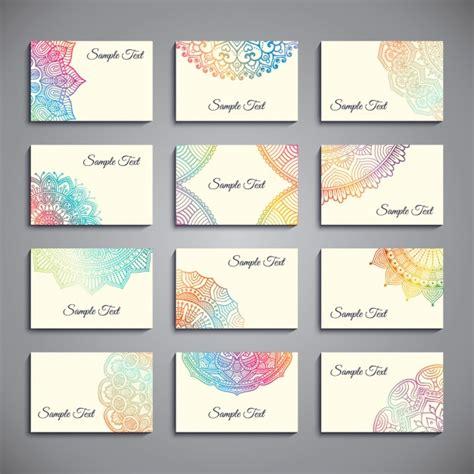 Set de tarjetas de visita con mandalas coloridos ...