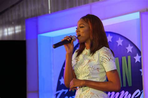 Seyi Shay Messed Up The National Anthem At The Nigerian ...