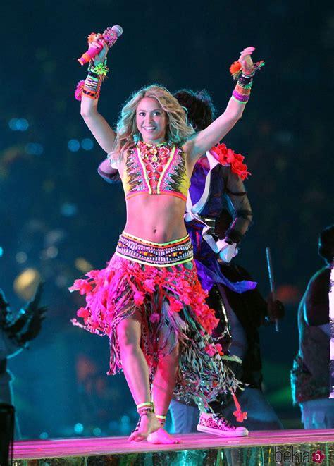 Shakira cantando  Waka Waka  en la final del Mundial de ...