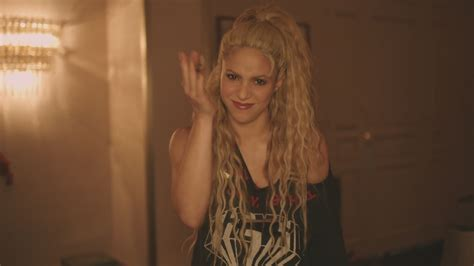 Shakira estrenó el clip de su tema  Me enamoré