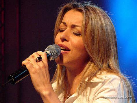 Show da cantora católica Adriana Arydes encerra novena em ...