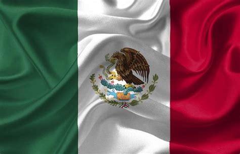 Significado de la bandera y el escudo de México