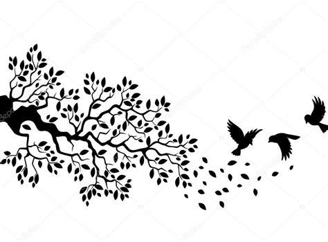 silueta de árbol con pájaros volando — Vector de stock ...