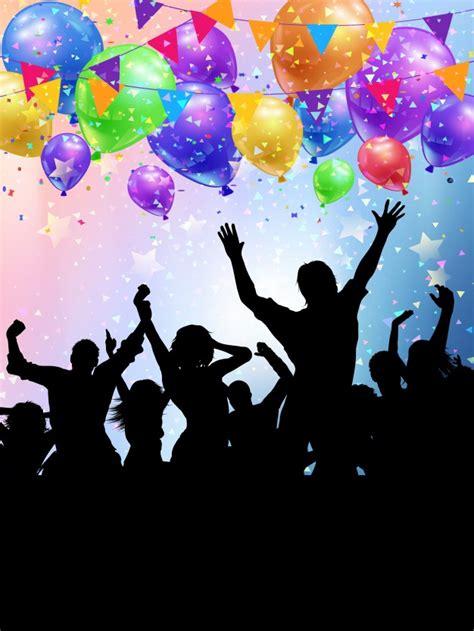 Siluetas de personas de fiesta en un fondo de globos y ...