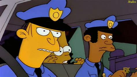 Simpson gif: Bart Simpson: ¿hay que estudiar para ser policía?