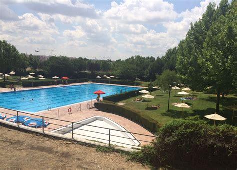 Sin bonos en la piscina municipal de Getafe Norte