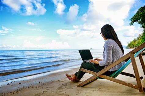 Site seleciona profissionais para trabalhar remotamente ...
