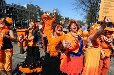 'Koningsdag' o la locura naranja en Amsterdam