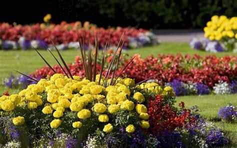 Small Flower Rock Garden Designs | ANNUAL FLOWER BEDS ...
