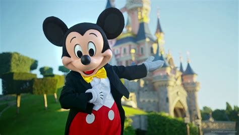 """""""New look"""" Mickey Mouse in glorious new Disneyland Paris ..."""