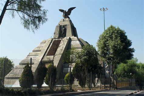 Sobre la historia y significado del Monumento a la Raza