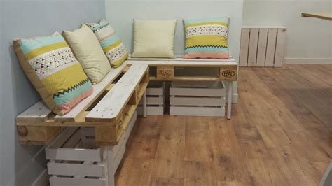 Sofás hechos con palets o madera de pino | Mind Made