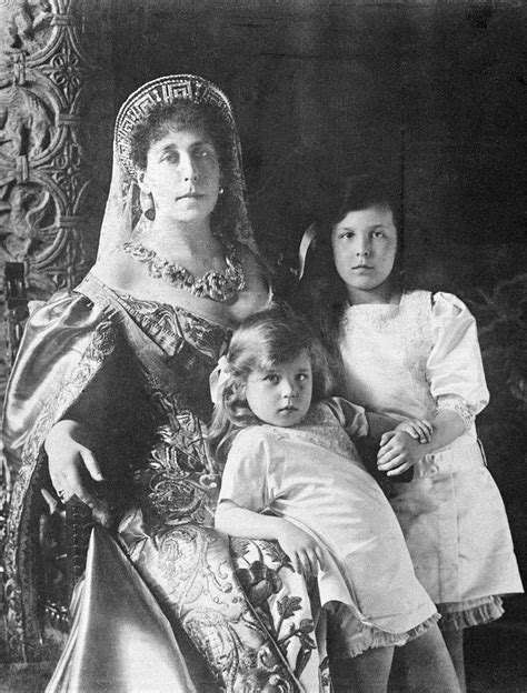 Soubor:Grand Duchess Victoria Feodorovna and her two ...