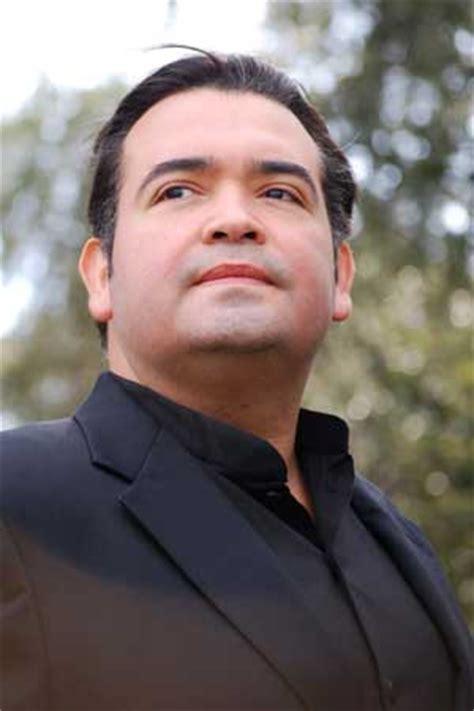 Stage Door - Aquiles Machado