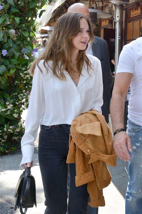 Stella Banderas has lunch with her father Antonio Banderas ...