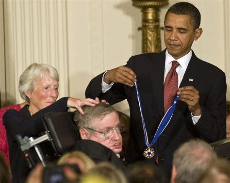 Stephen Hawking: Cuộc đời và thành tựu vĩ đại   ELLE Man ...