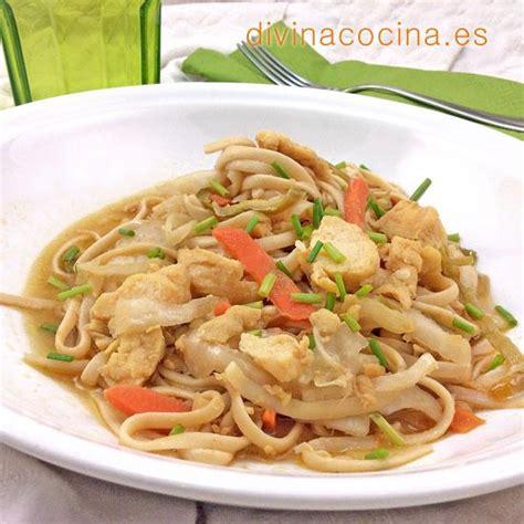 Tallarines con pollo y verduras - Divina Cocina