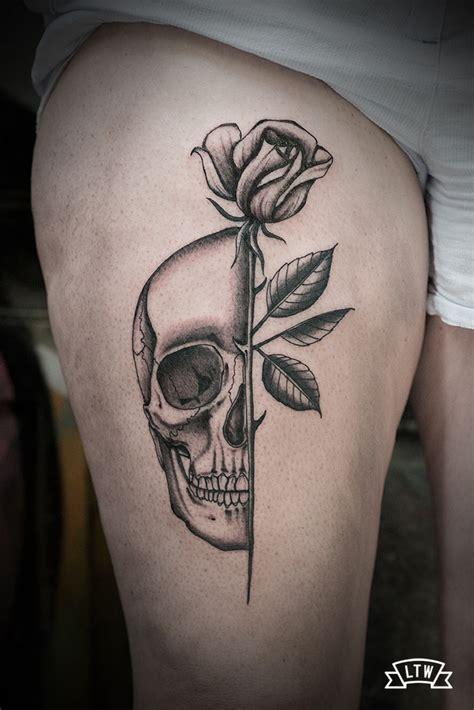 Tatuaje de una calavera y una rosa de Dani Cobra