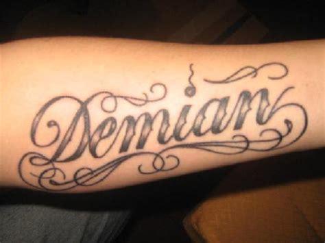 Tatuajes de nombres en el brazo » Ideas y fotografías