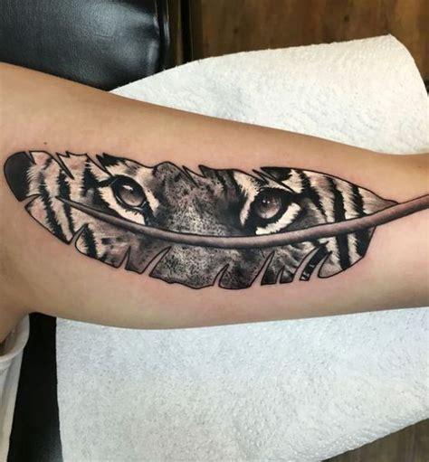Tatuajes de Plumas significados más importantes y diseños ...