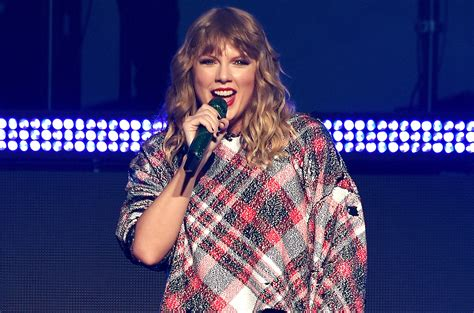 Taylor Swift s Most Loyal  And Verified  Fans Get First ...
