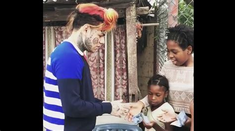 Tekashi 6ix9ine Hands Children $100 Bills In Dominican ...